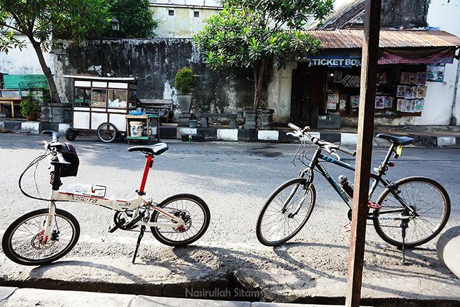 Tempat kumpul bersepeda di dekat Klenteng Hok An Kiong Muntilan