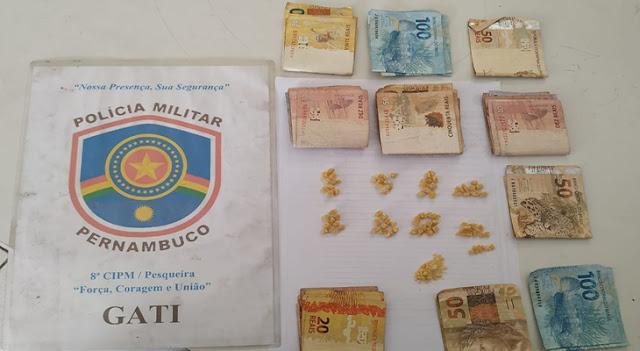 POLICIAIS DA 8ª CIPM APREENDERAM 80 PEDRAS DE CRACK EM PESQUEIRA