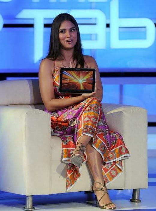 lara dutta launches samsung tablets in india,lara dutta ,lara dutta exposing,lara dutta ,lara dutta ,lara dutta ,lara dutta bare,lara dutta tighs actress pics