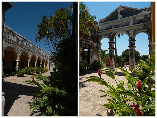 Dos imágenes de los arcos del patio de la Hacienda Yaxcopoil lleno de plantas