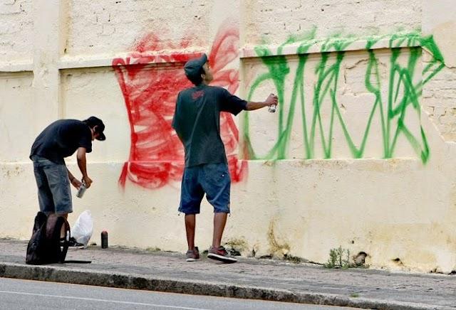 Vereadores de Colombo declaram guerra contra pichadores