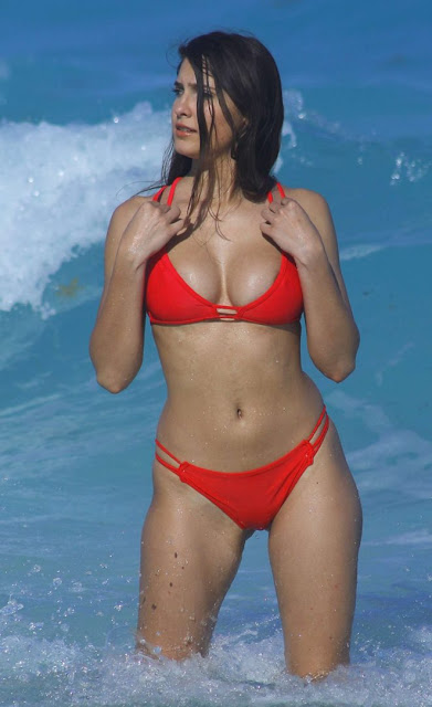 Tao Wickrath in Red Bikini on the beach in Mexico