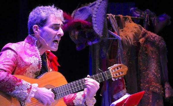 Antonio Martínez Ares desentrañó algunas de sus comparsas ante aficionados al Carnaval de Cádiz