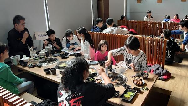 烤狀猿餐飲歲末送暖 招待彰化家扶兒吃燒肉