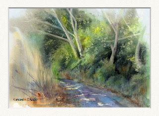 水彩スケッチ 木漏れ日 林の中の道におちる木漏れ日を描いた作品