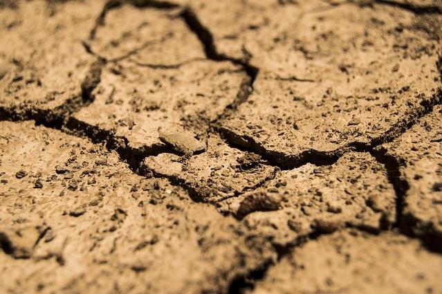 gambar tanah kekeringan