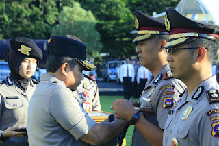 Tiga Polisi Teladan Sumbar Raih Pin dan Penghargaan Kapolri