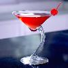 cocktail rojo en copa de diseño del mago del gin tonic