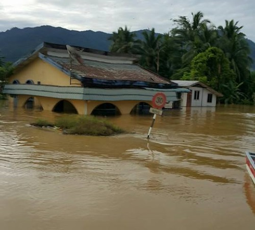 15 gambar banjir besar dan kawasan banjir teruk di sarawak 2016, tonton video banjir besar sarawak 2016, pasca banjir, pembersihan rumah selepas banjir, pusat pemindahan banjir sarawak