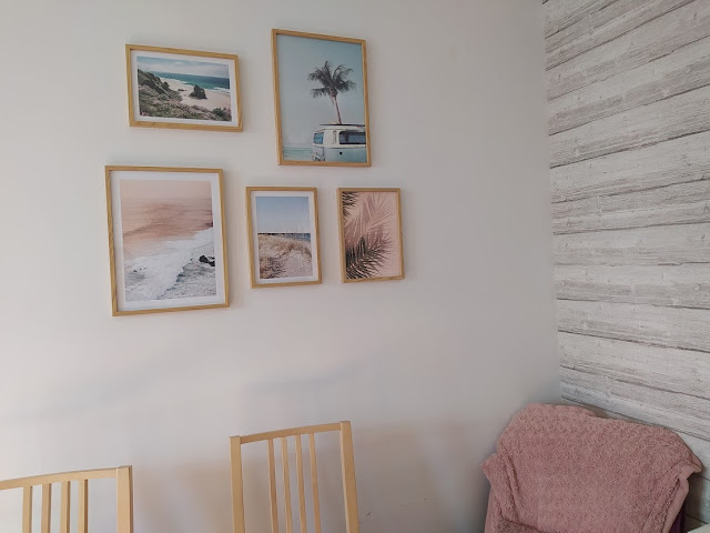 Un mur de cadres avec Poster Store