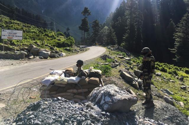Tentara India siaga diperbatasan