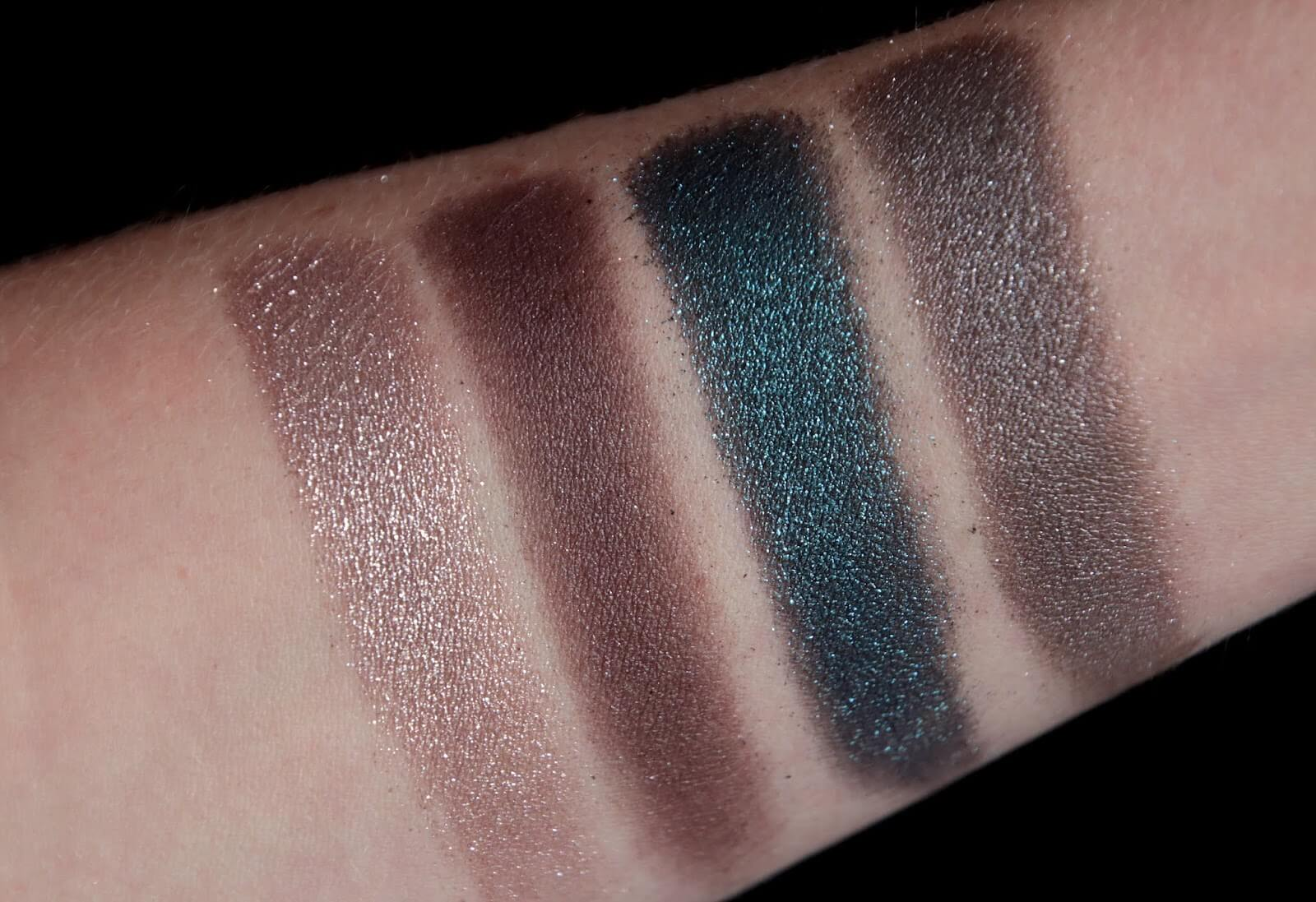 Bobbi Brown Luxe Gems Eye Shadow Palette Swatch