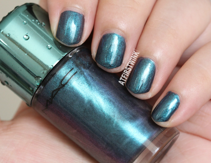 MAC Alluring Aquatic nail lacquer - submerged (blue chrome)