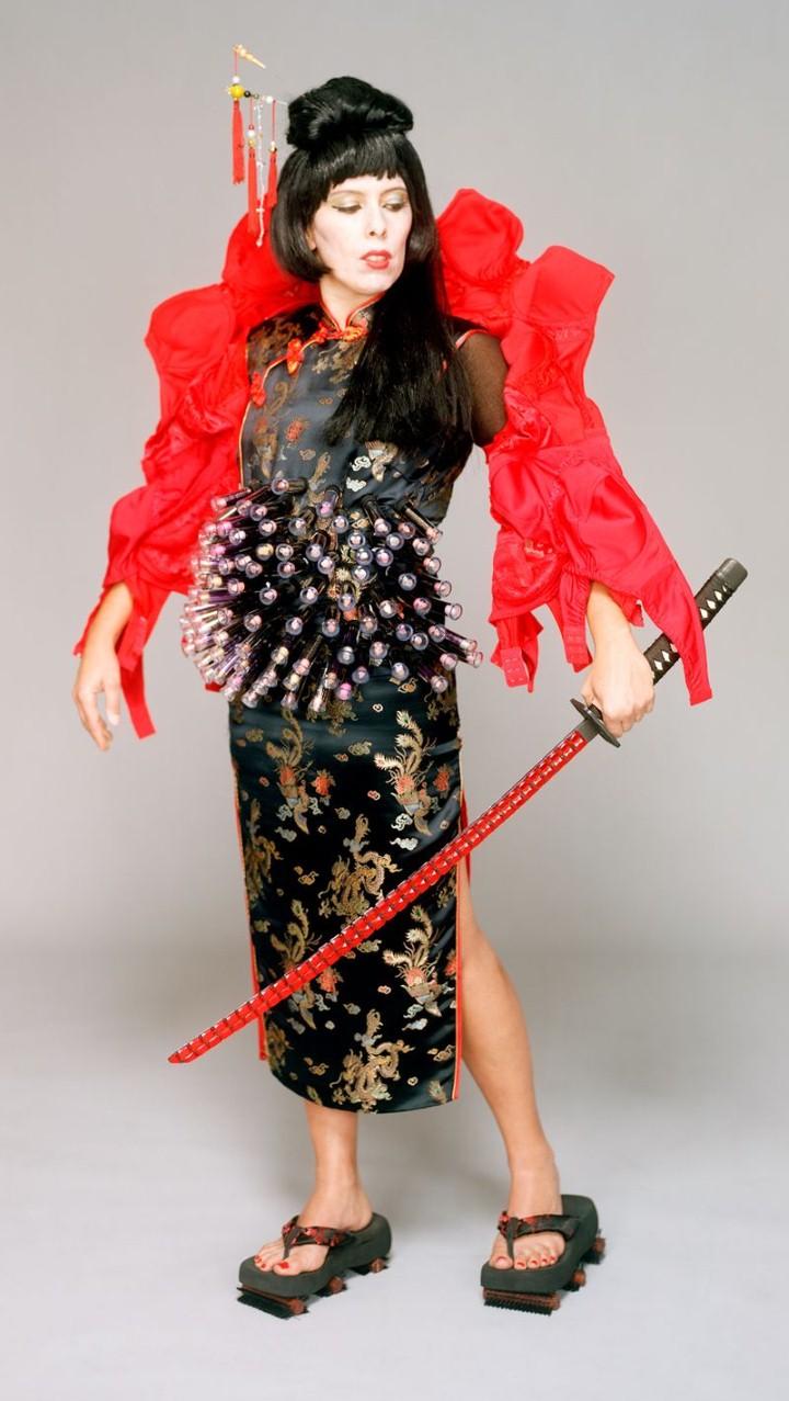 Rustha Luna Pozzi-Escot. Вооруженные женщины