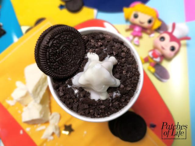 soft-serve vanilla sundae, crushed Oreo cookies, white chocolate coating, whole Oreo cookie
