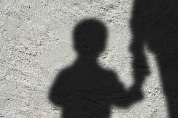 Vídeo: idoso é flagrado abusando de criança em Alagoas