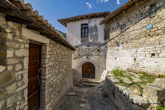 Mangalemi, Berat - Albania, por El Guisante Verde Project