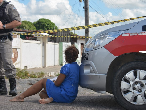 Jovem é baleado na esquina da base da Polícia na PB