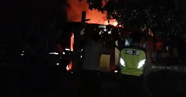 Diduga Korsleting Listrik, Rumah Lansia di Desa Prigi Padamara Terbakar
