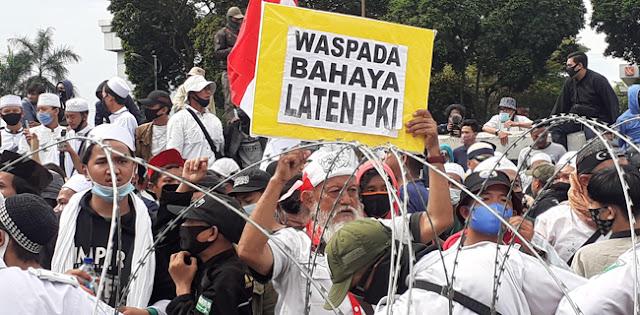 Maklumat Habib Rizieq Saat Aksi di Gedung DPR: Sudah Saatnya Jokowi Mundur Secara Terhormat