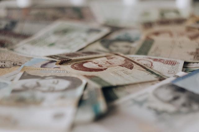 karta czy gotówka w podróży, banknoty z Azji