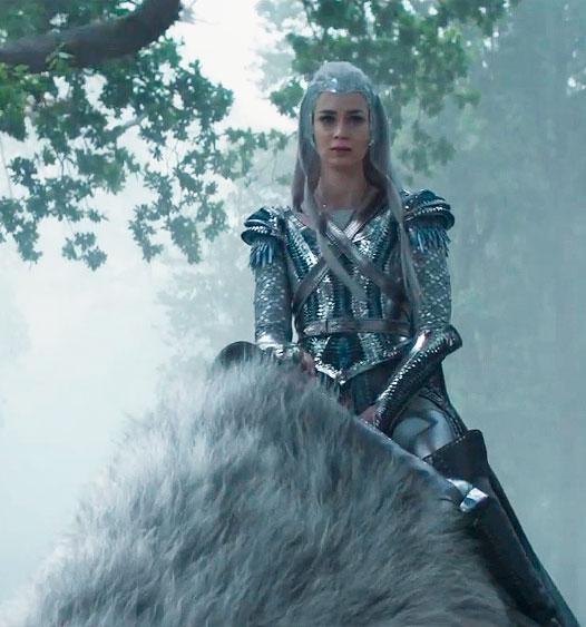 Freya cavalgando em seu urso polar