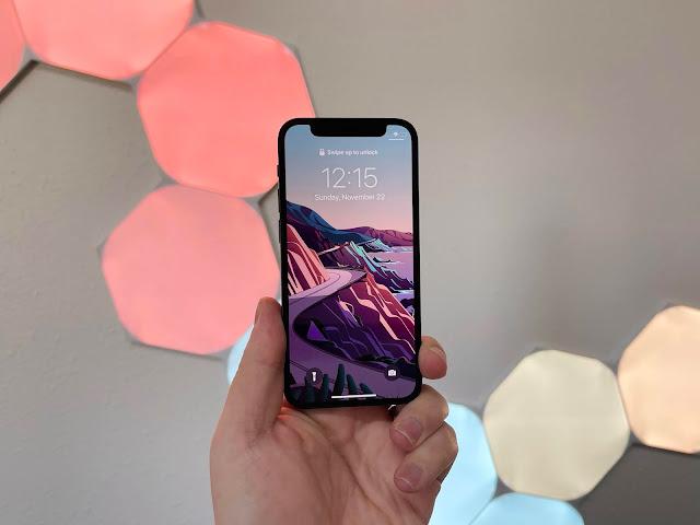 apple-iphone-12-mini-display