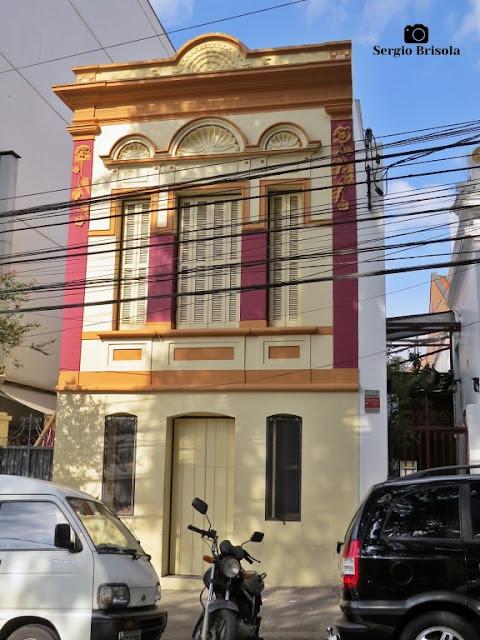 Vista ampla de um belo assobradado antigo na Rua Treze de Maio - Bela Vista - São Paulo