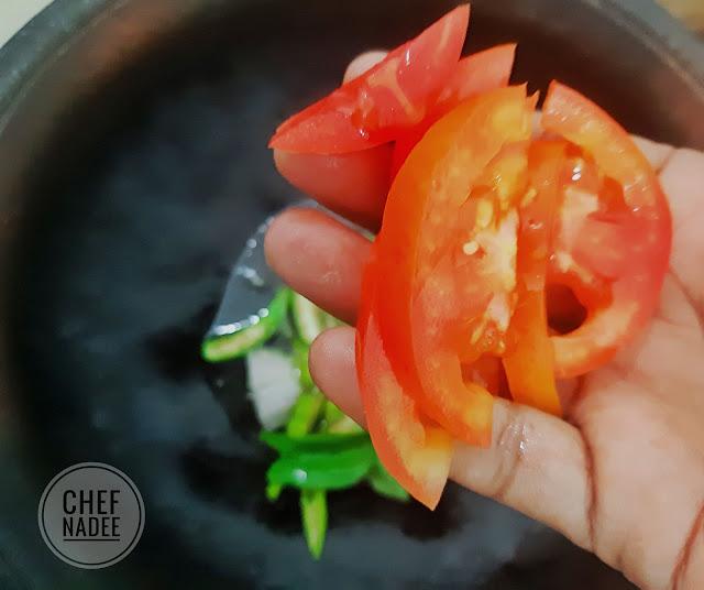 සැරට කලුවට පිසූ ඉස්සන් කරි හදමු (Spicy Black Prawn Curry) - Your Choice Way