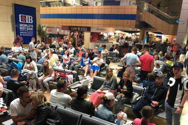 Чиновник пояснив, чому українські туристи застрягли в аеропортах