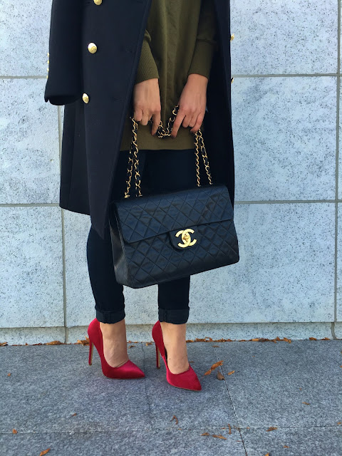 Maxi coat, maxi black coat, zara coat, zara black coat, red pumps, lipstick red pumps, velvet red pumps, velvet pumps, fall outfit, how to wear red pumps, what colors goes well with military green, military coat, top fashion blogger, toronto street style, toronto blogger, streetstyle