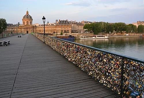 Famous Parisian destinations by the Seine river