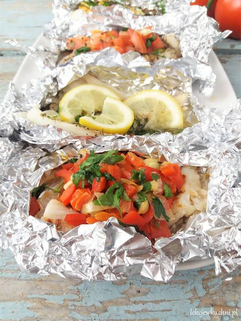 Ryba w folii z warzywami z (grilla lub z piekarnika) przepis