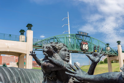 Car statue Tulsa Route 66 Oklahoma_by_Laurence Norah-2