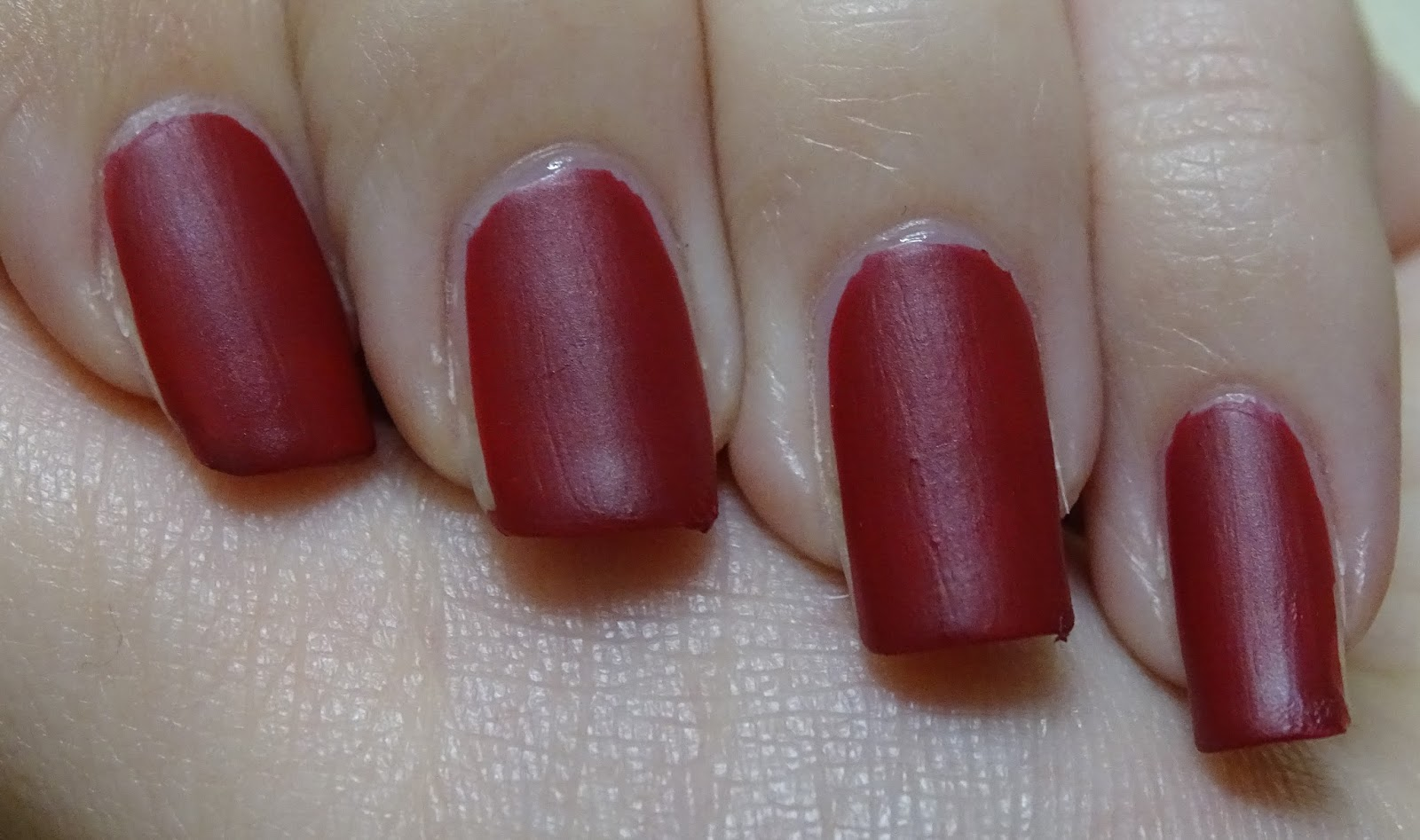 Das Mini bloggt: [Nagellack] Catrice lala Berlin LE C05 Ruling Red