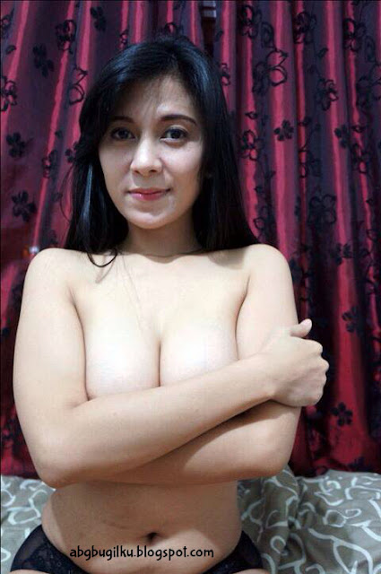 Cewek Cantik Pose HOT Bikin Horny