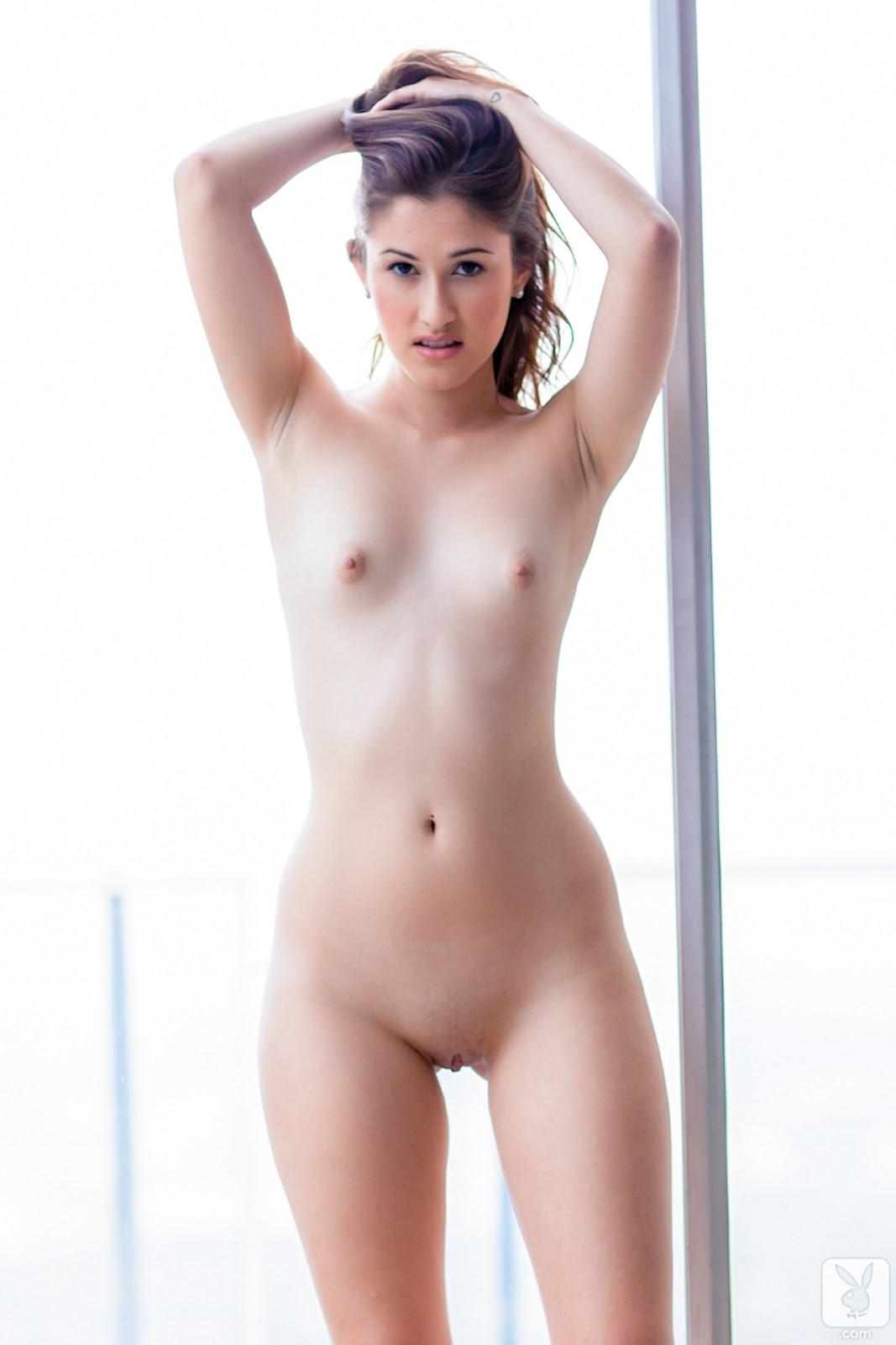 Маленькая грудь эро