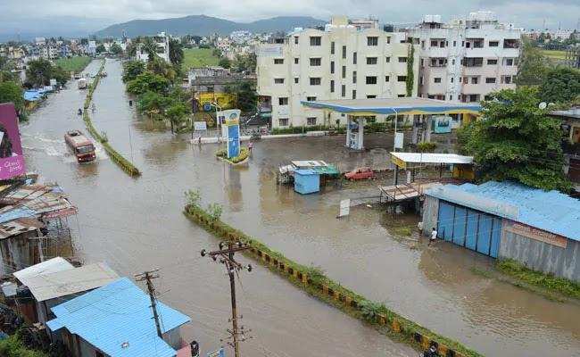 लाइव: भारी बारिश के कारण महाराष्ट्र के कई जिलों में बाढ़ जैसे हालात, मुंबई की गोवंडी इमारत गिरने से 3 की मौत, 12 घायल