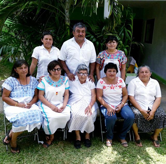 """Su hermana Maria Jose Salas Salazar la acusa de sustraer de su domicilio a su madre, de 95 años, y llevarsela a Oaxaca """"con engaños, sin ropa, sin medicinas y sin la autorización de los otros 5 hijos""""."""