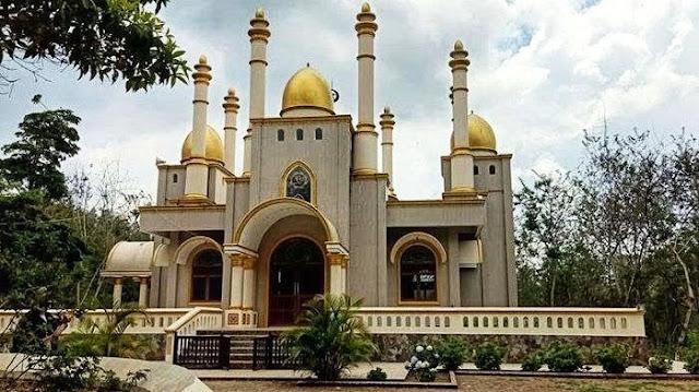 Masjid Megah di Tengah Hutan