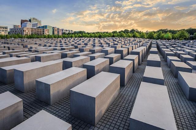 Como chegar ao Memorial do Holocausto