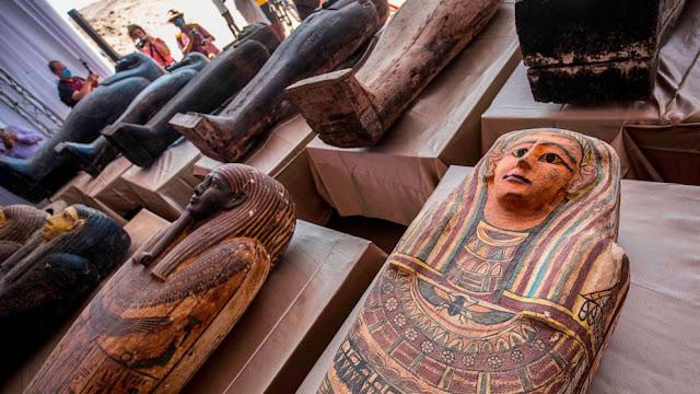 Apa isi peti mati Mesir yang pertama kali ditemukan dalam 2.500 tahun?