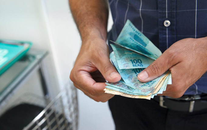 Quando vale a pena pagar uma dívida com um empréstimo?