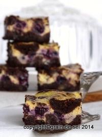 http://salzkorn.blogspot.fr/2014/07/kasekuchen-brownies-mit-blaubeeren.html