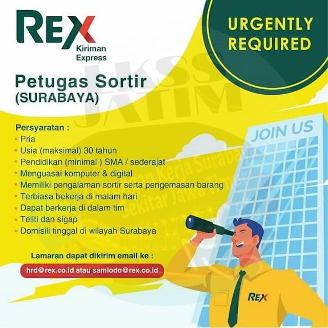 Petugas Sortir di PT Royal Express Indonesia (REX)