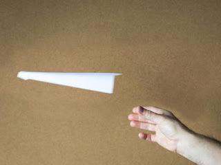 كيفية صنع طائرة ورقية