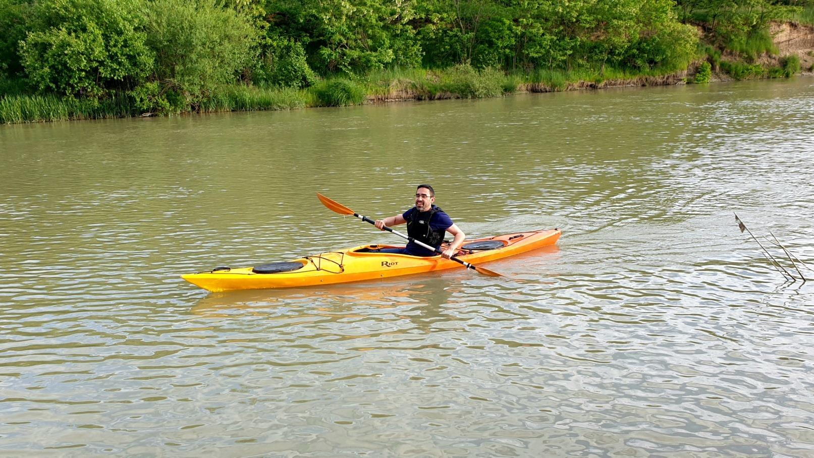 Dinu ZARĂ, tură cu caiacul pe râul Suceava