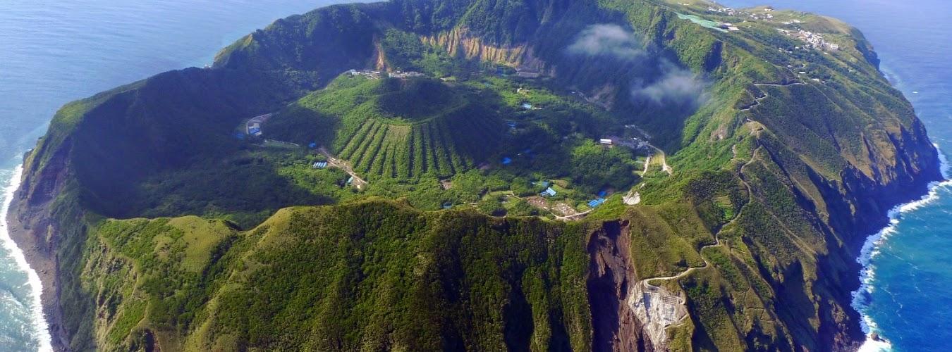 Amazing world-world we watch : Aogashima Island – Village ...