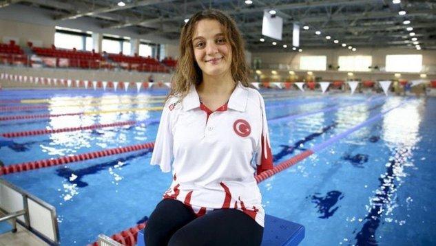 Barbie tarafından Türkiye'den rol model olarak seçilen milli yüzücümüz?