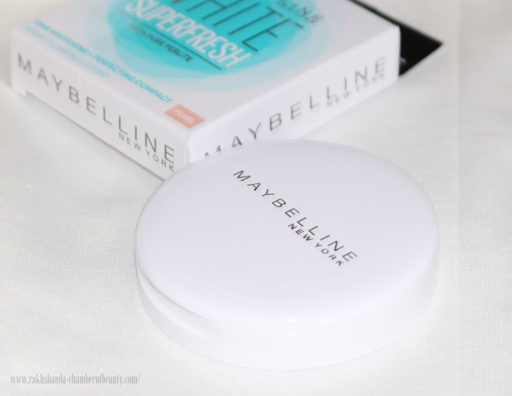 Maybelline White Superfresh 12HR Whitening + Perfecting Compact Review, Swatches & Price in India